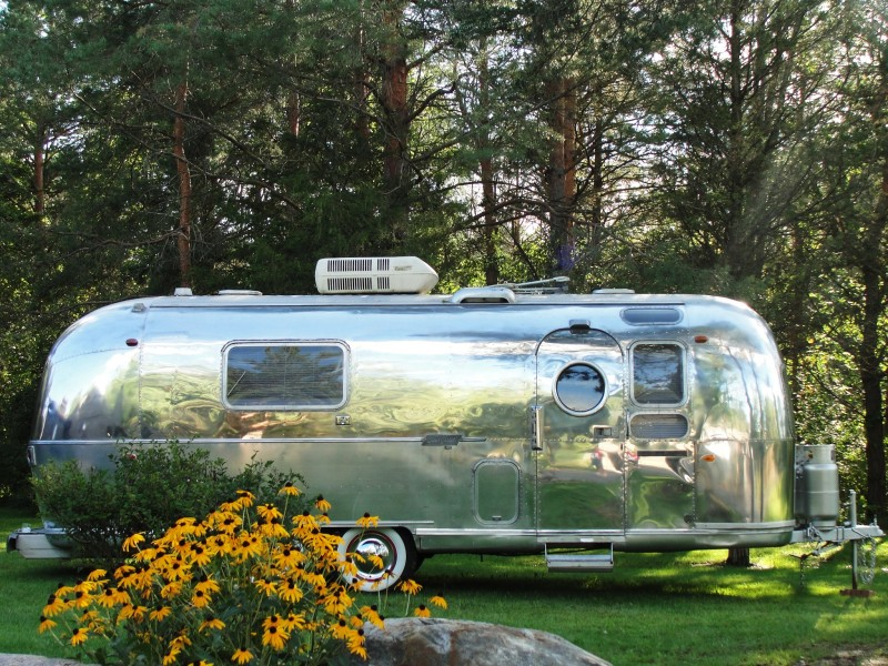 This 1970 Airstream on Ebay is vintage 70s perfection! | airstreamy