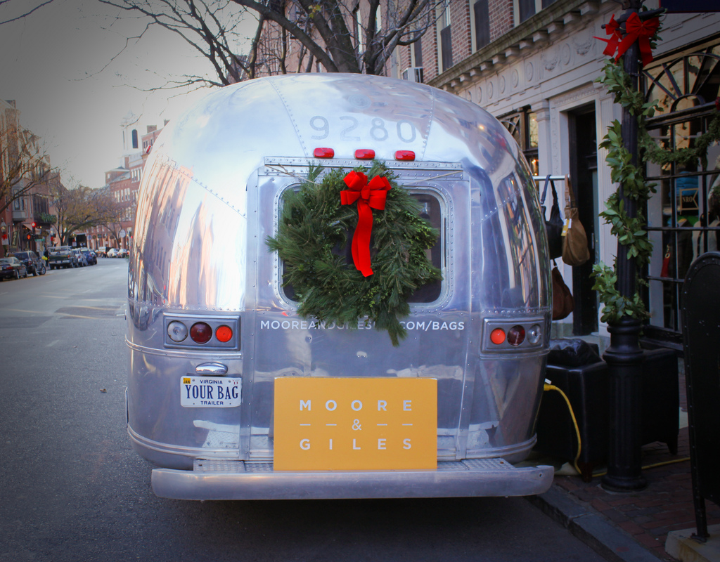 Airstreamy our journey with a 31 39 1974 airstream for Airstream christmas decoration